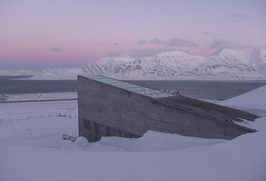 El Banco Mundial de Semillas de Svalbard es una enorme despensa subterránea de semillas de miles de plantas de cultivo de todo | Landbruks- og matdepartementet | CC BY-ND