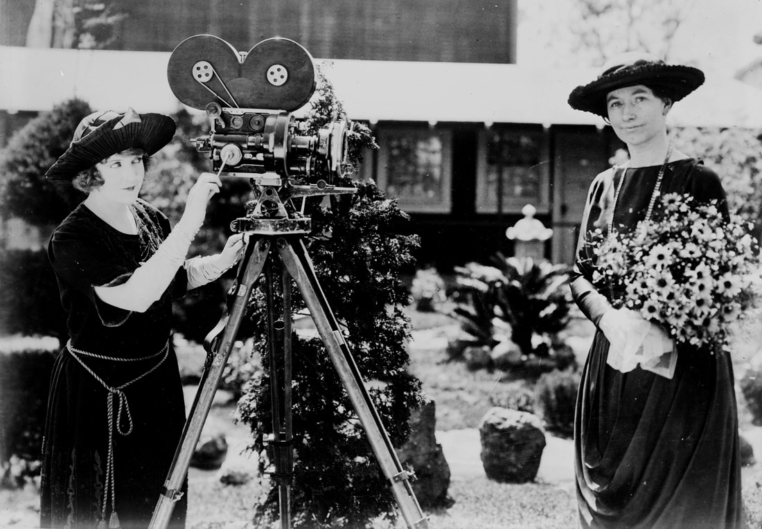 May Allison with Helen Taft and a motion picture camera